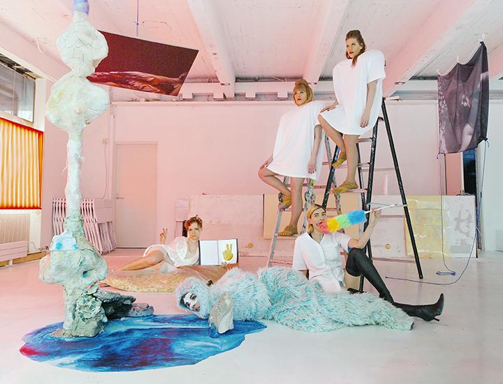Blaue-Frau-promo-pictures-5